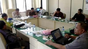 Rapat perdana F-PKS DPRD Lampung dipimpin Ketua F-PKS Ade Utami Ibnu (batik putih) pada Kamis (4/9).