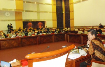 Almuzzammil Yusuf Pimpin Rapat Komisi III DPR RI dengan Kapolri