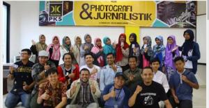 PKS Bandar Lampung mengajak peserta sekolah digital hasilkan karya positif saat pembukaan sekolah digital, Minggu (12/2/2017), di Aula DPD PKS Bandar Lampung. (Foto:Dok.PKS Lampung)
